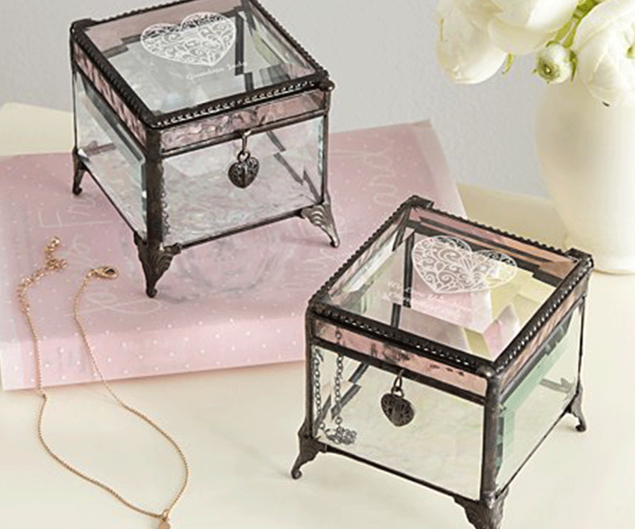 #6 Unique Engraved & Personalized Gifts for her: Vintage Quartz Jewelry Box