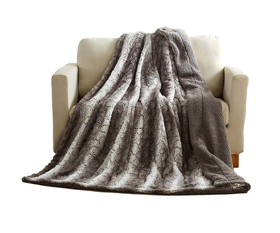 #1 Relaxation Gifts for her: Snow Giraffe Faux Fur with Sherpa Back Throw Blanket