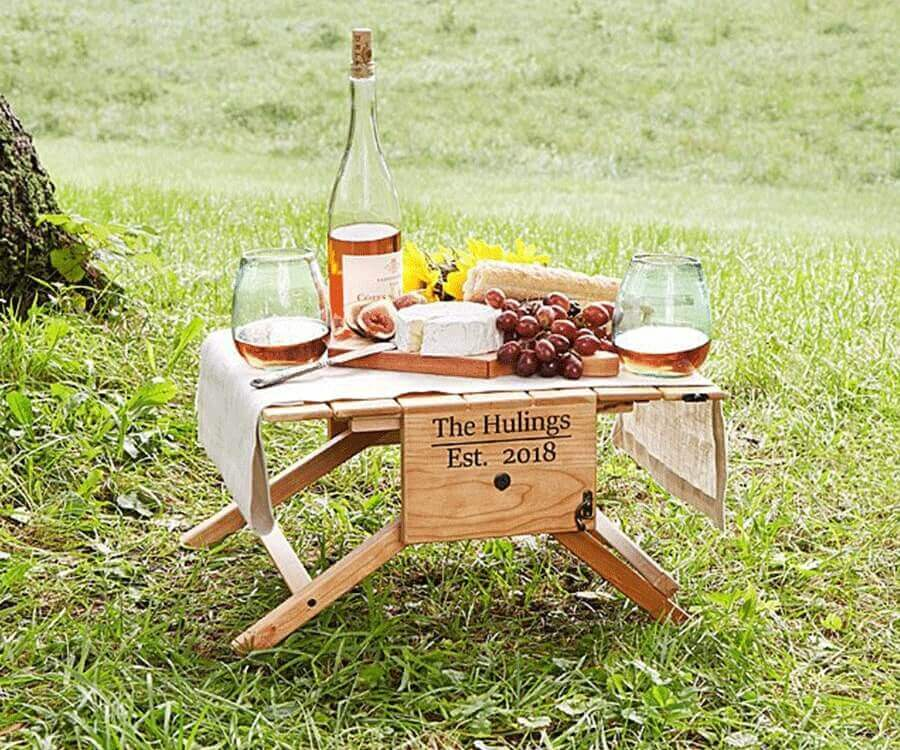 #5 Gifts for a foodie: picnic table & basket