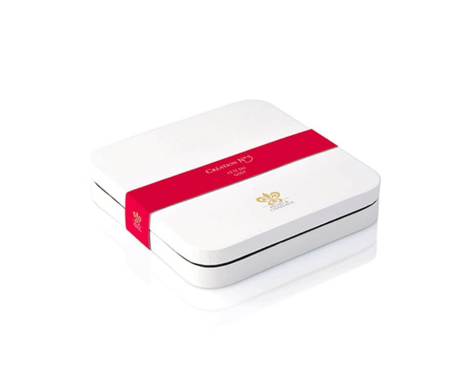 #6 classic gifts for ladies: Fine Dining Experience Gift Box