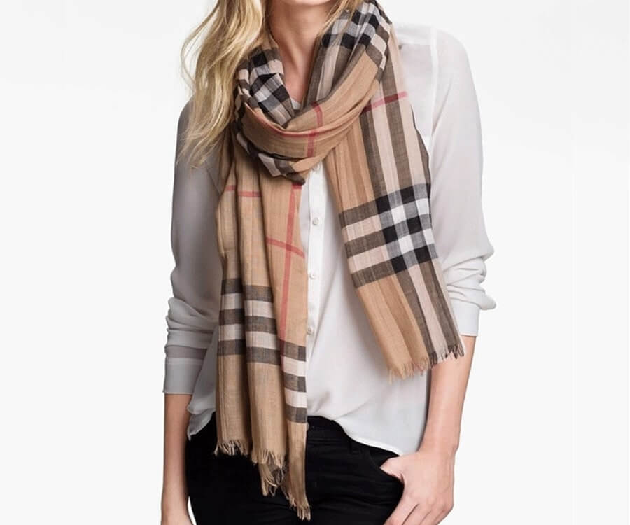 #21 presents for ladies: Burberry Scarf