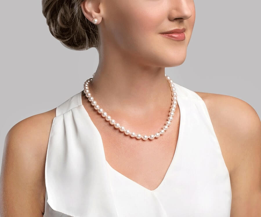 #15 typical presents for women: Pearl Necklace