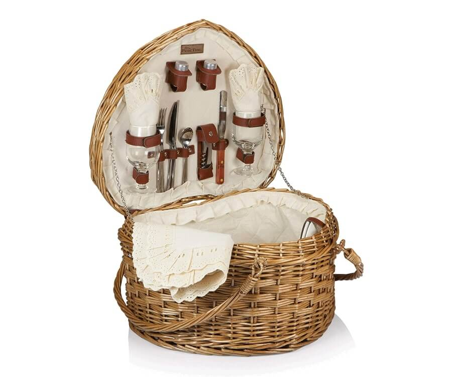 #3 best valentines gifts for her: heart shaped picnic basket